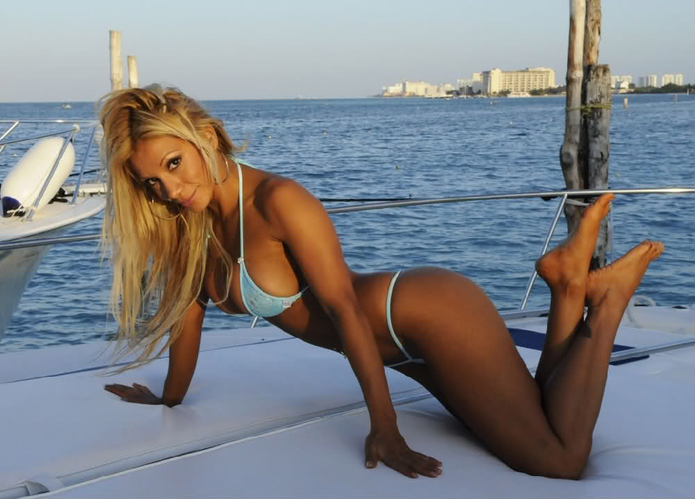 Evans hot girls on boat men double